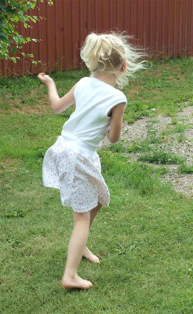 Minimunds barn kjol 100% ekologisk bomull rosa prickar