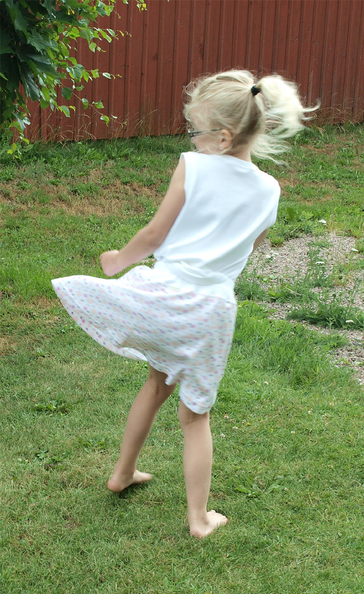 Minimunds barn kjol 100% ekologisk bomull rosa pricka