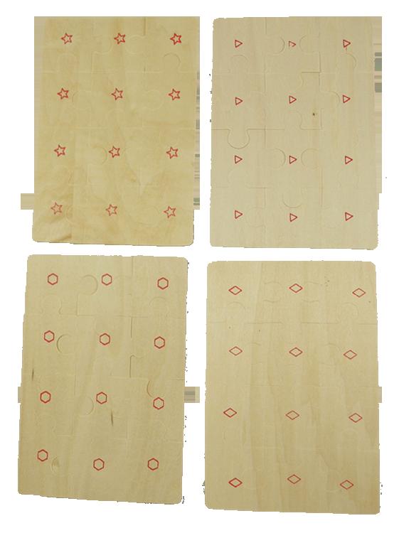 Fyra pussel av trä i låda baksidorna märkta med olika mönster