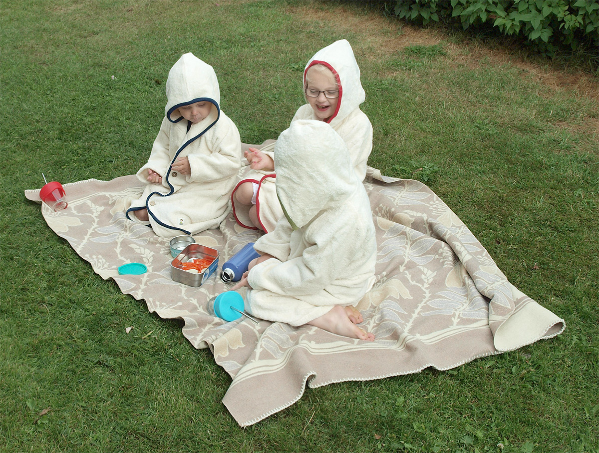 Minimundus badkappa badrock av 100% ekologisk bomullfrotté med kant av ekologisk bomull