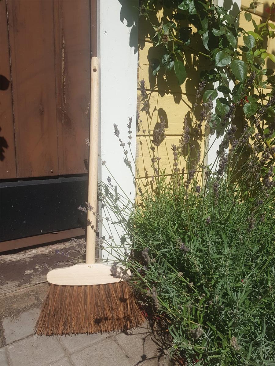 Trappkvast av bokträ med naturborst