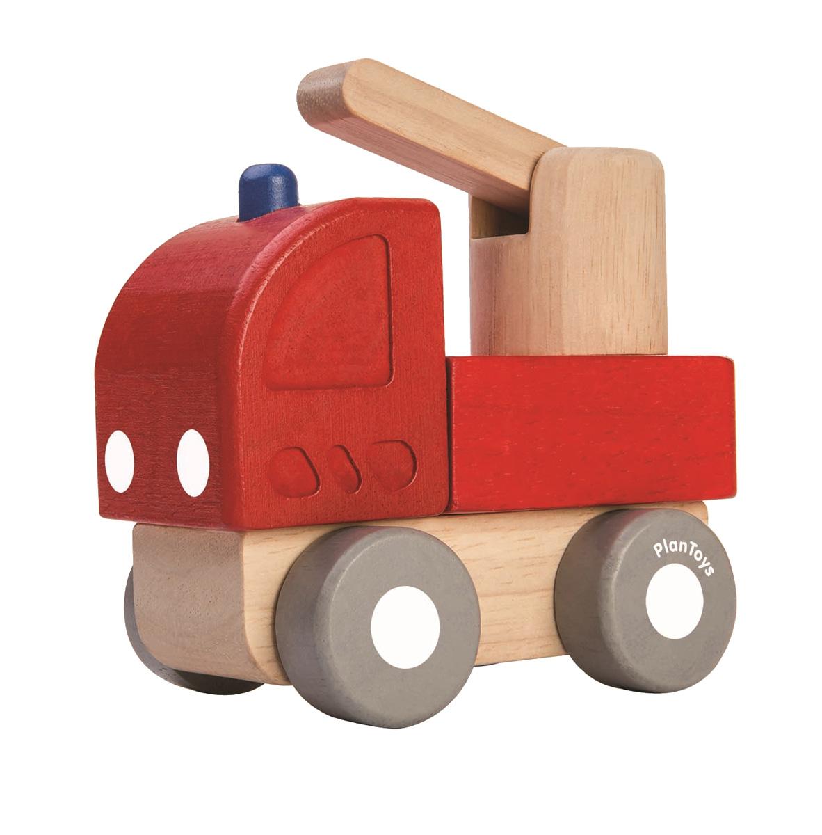 Min första brandbil av gummiträ PlanToys