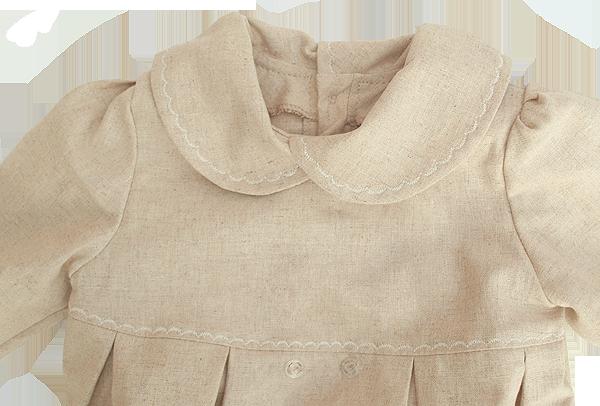 Minimundus dopklänning oblekt naturtyg detalj krage