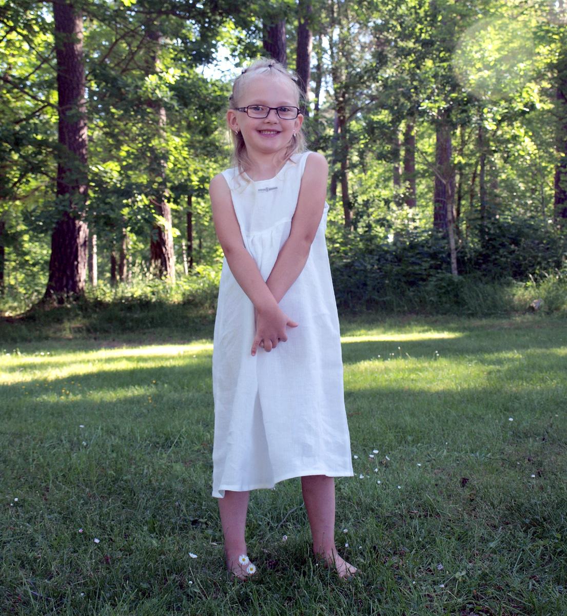 Minimundus klänning utan ärm 100% ekologiskt lin vit